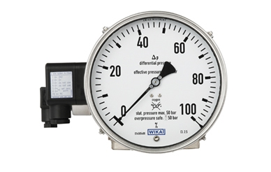 The differential pressure gauge of the Cryo Gauge measuring system. The second electrical output (rear) belongs to the built-in process transmitter for the working pressure indication.