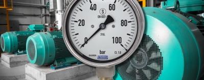 Vibration protection: Case filling vs. dampened movement